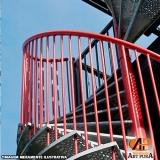 escadas para áreas externas